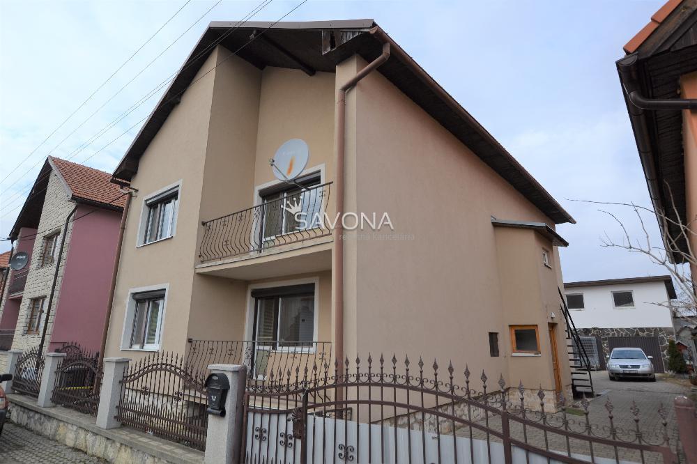 Rodinný dom,868 m2, Hozelec