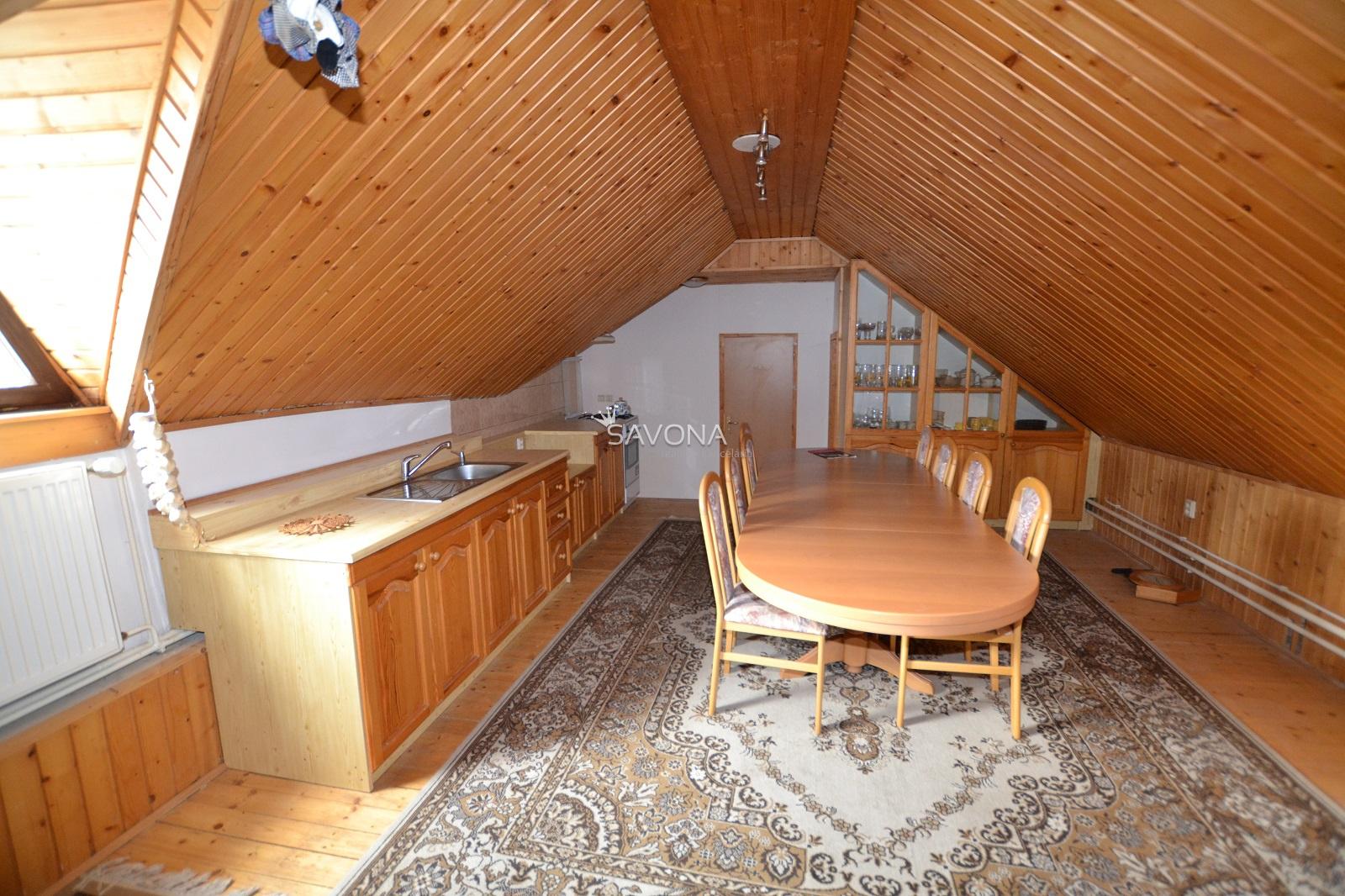 Dvojgeneračný rodinný dom s bazénom, Hôrka - Primovce