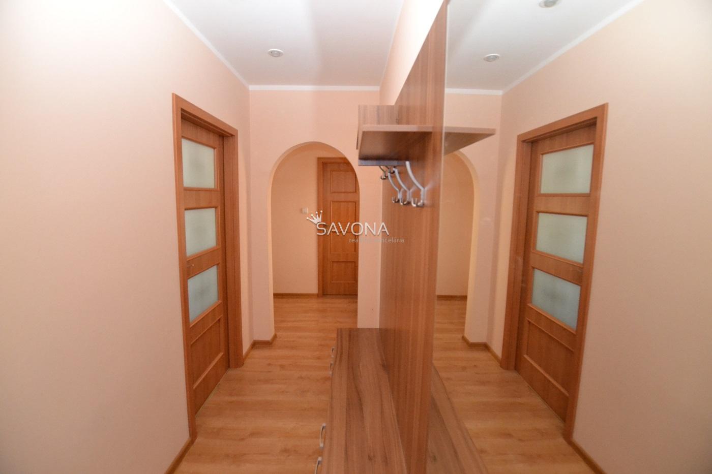PREDANÝ  - 2 izbový byt s balkónom, s výhľadom na TATRY, so zariadením, Nová Lesná