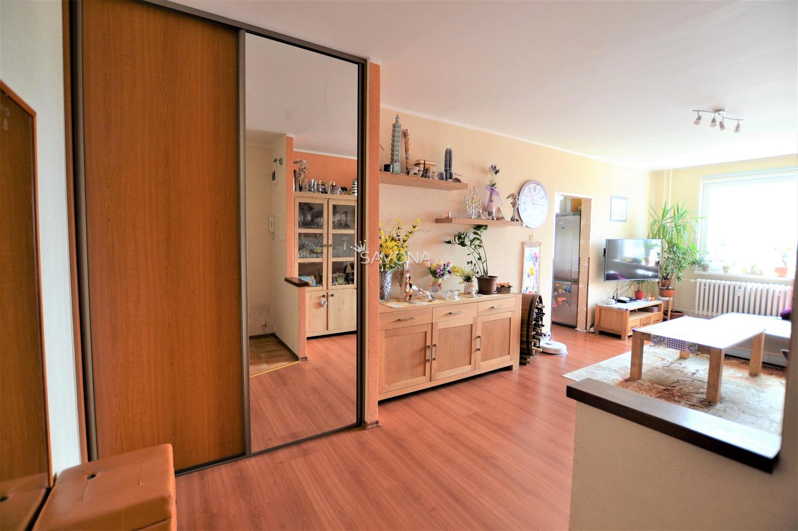 PREDANÝ - 3 izbový byt s balkónom, po rekonštrukcii, 76 m2, ul. Moyzesova, POPRAD
