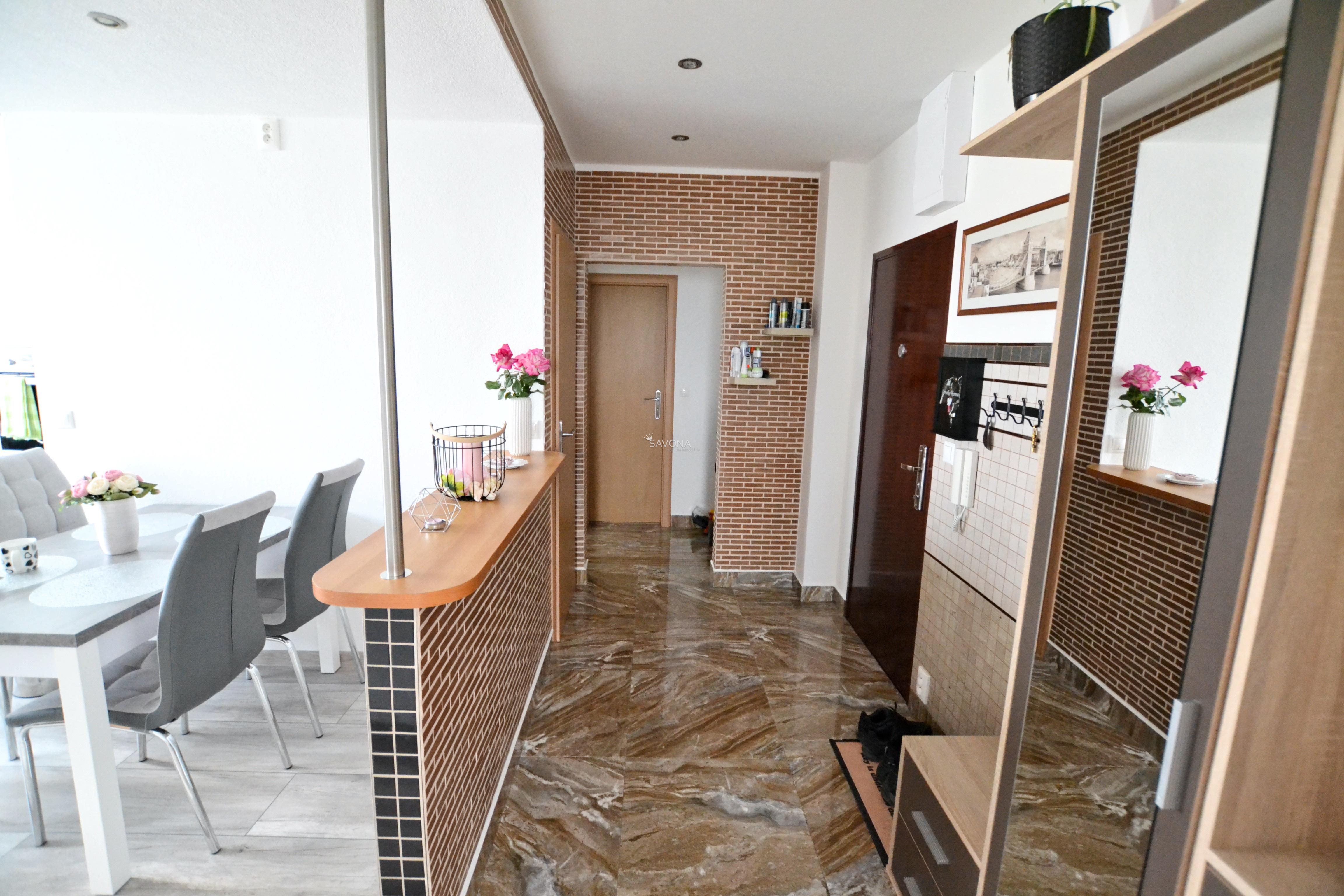 PREDANÝ - 3-izbový byt, s balkónom, po rekonštrukcii, zariadený, Poprad