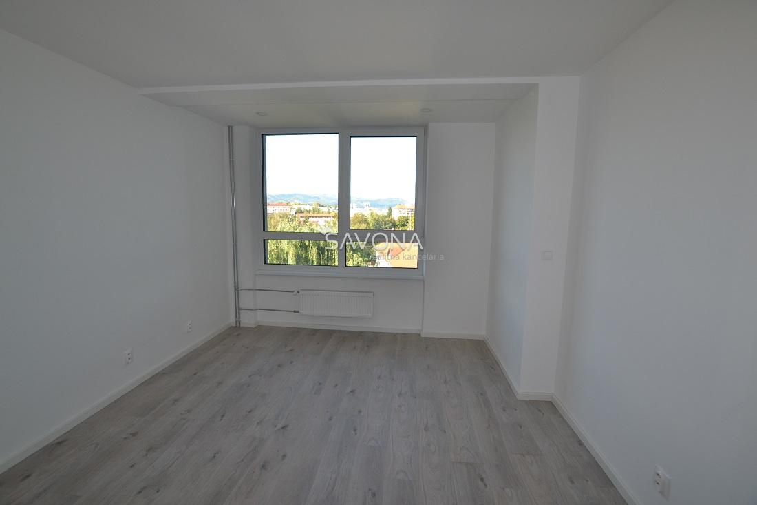 PRENAJATÝ  - 2 izbový byt s parkovacím státím,  ul. ROVNÁ, POPRAD