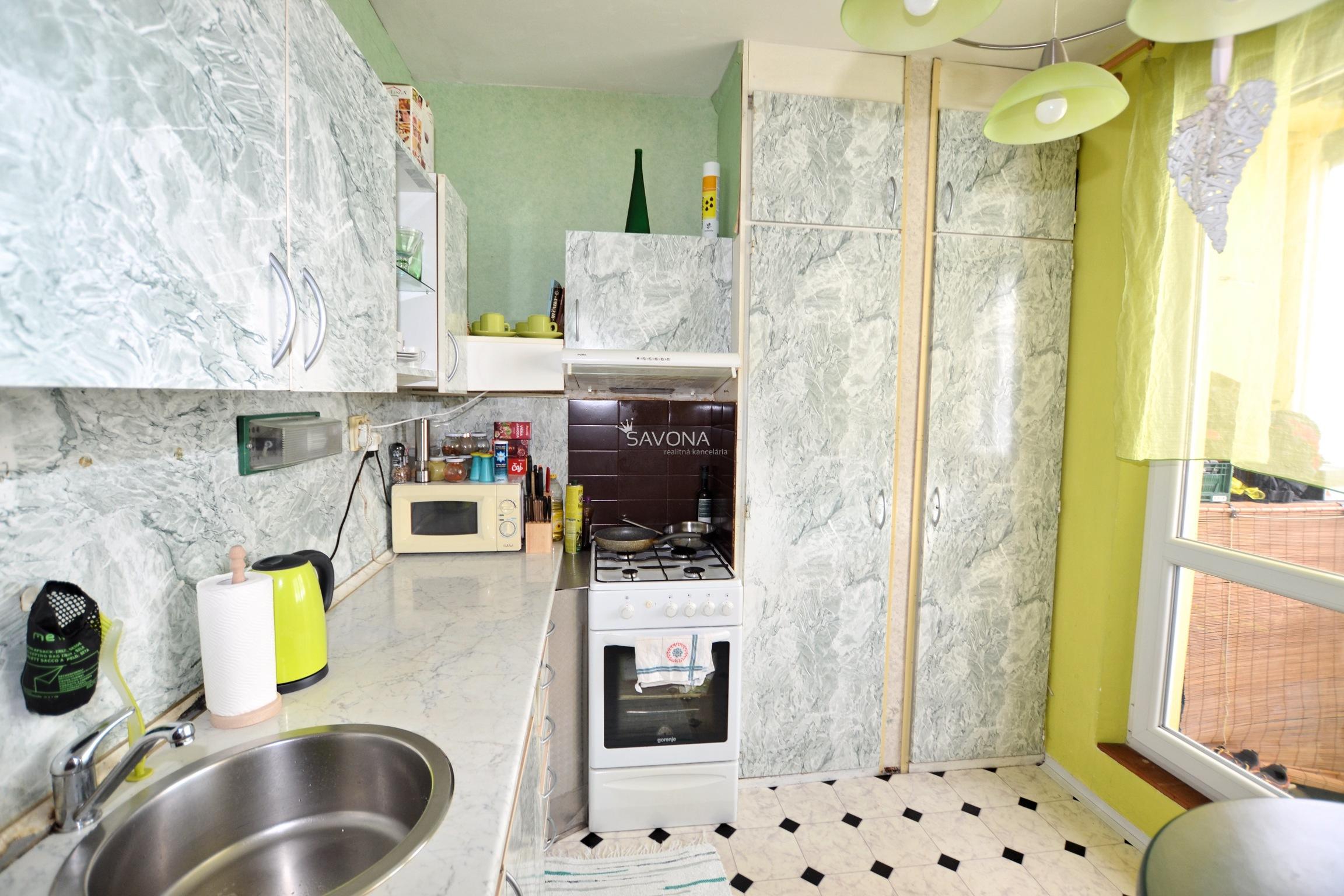 PREDANÉ / 1-izbový byt prerobený na 2-izbový, s balkónom, Nový Juh, Poprad