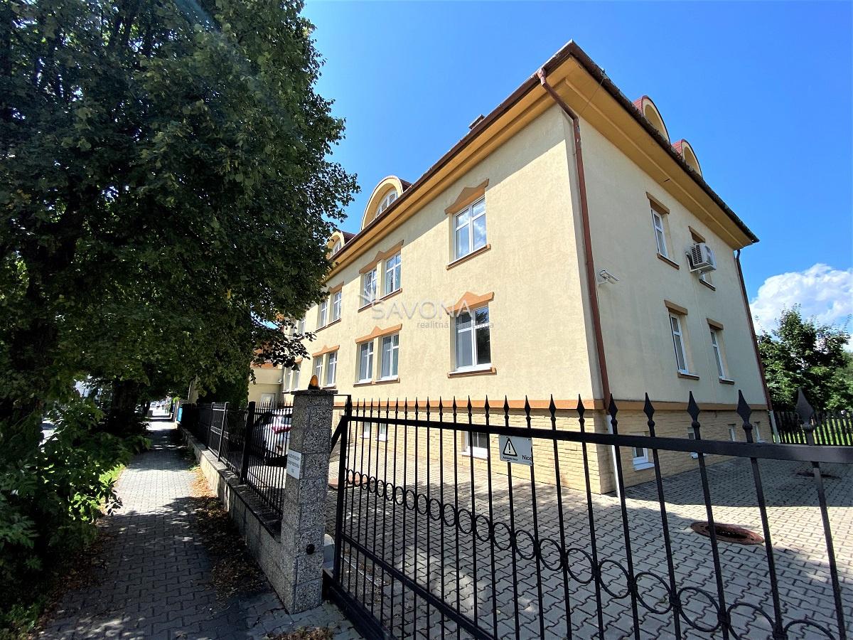 NA PRENÁJOM – 25 m2 a 16 m2 – priestory na 3. podlaží v blízkosti centra, POPRAD – ul. Hviezdoslavova